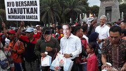 Bagikan Takjil di Solo, Ganjar Gandeng Jokowi-Prabowo