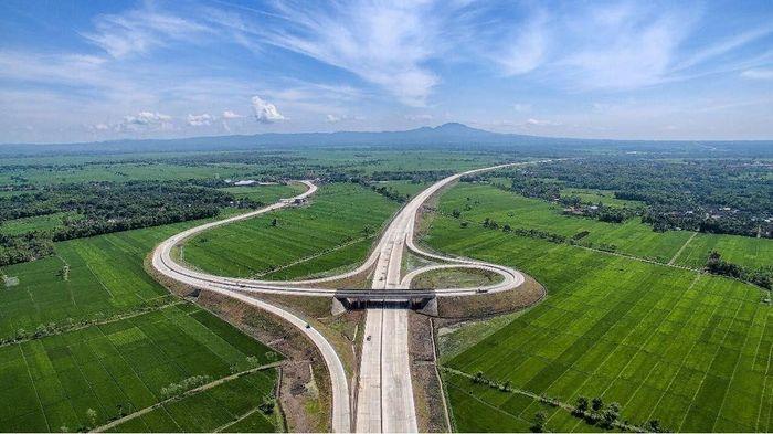 Kehadiran jalan Tol Trans Jawa yang menghubungkan Jakarta hingga ke Surabaya menjadi pilihan masyarakat yang hendak mudik Lebaran tahun ini.