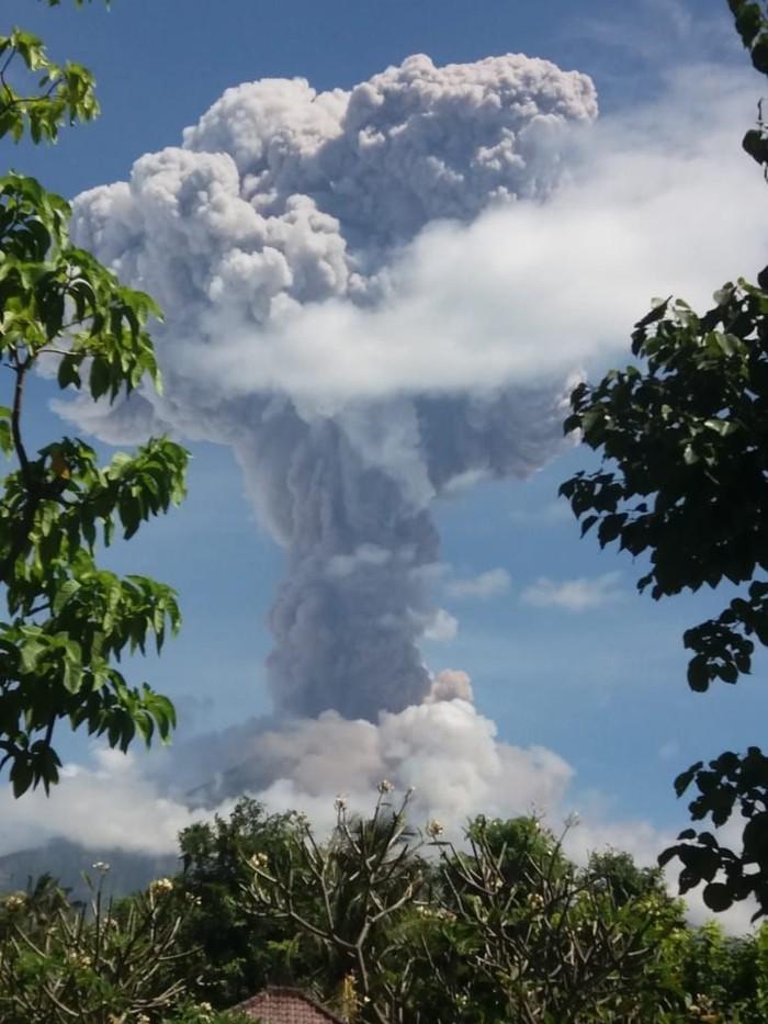 Gunung Agung erupsi (Foto: Dok. BPBD Bali)