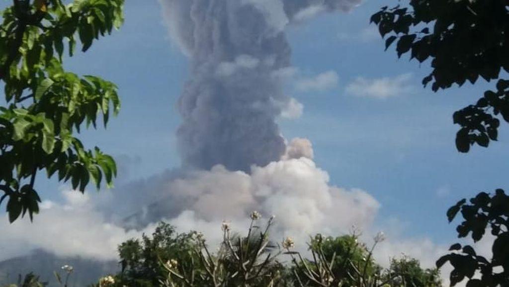 Abu Gunung Agung Mengarah ke Lombok, Penerbangan Masih Normal