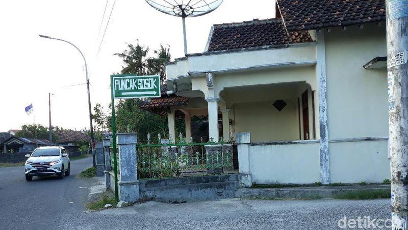Petunjuk jalan ke Puncak Sosok di Dusun Jambon, Desa Bawuran, Kecamatan Pleret, Kabupaten Bantul (Pradito Rida Pertana/detikcom)