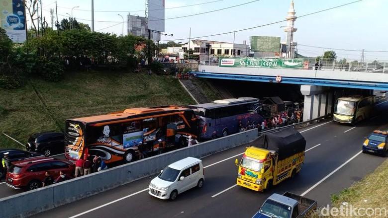 8 Kendaraan Terlibat Tabrakan Beruntun di Tol Jatingaleh Semarang