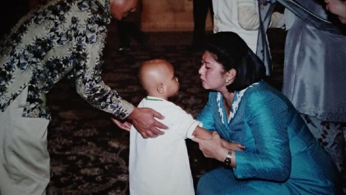 Para pengurus Yayasan Onkologi Anak Indonesia mengenang kedekatan Ani Yudhoyono dengan pengidap kanker anak (Foto: dok. YOAI)