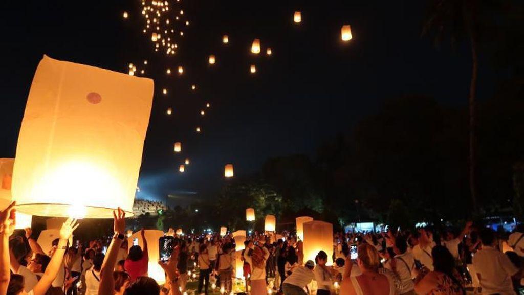 Kenang Lagi Lampion di Candi Borobudur