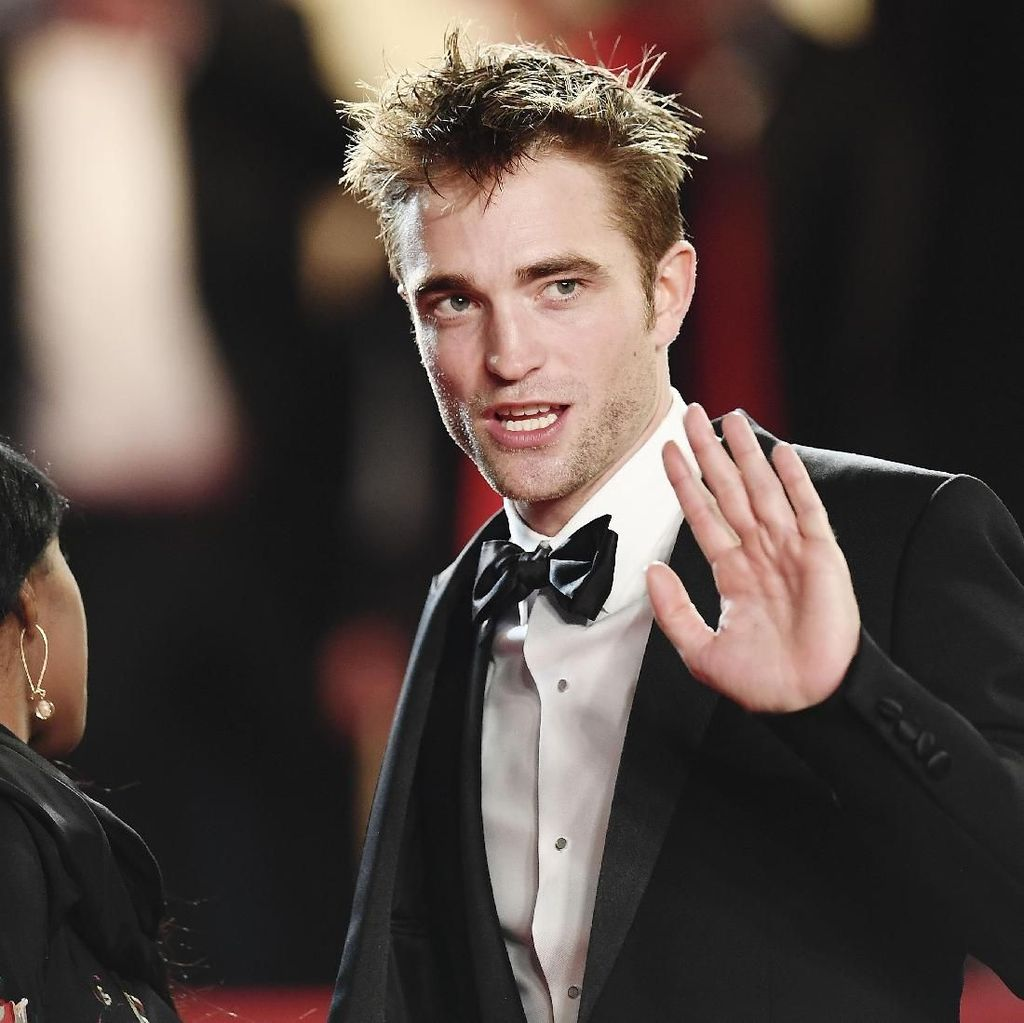 Robert Pattinson AKA Batman Disebut Cocok Jadi James Bond