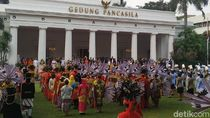 Pakai Baju Adat Jawa, Jokowi Pimpin Upacara Hari Lahir Pancasila