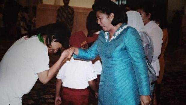 Beberapa hari kemudian, Ani Yudhoyono mengirimkan sepeda dan hadiah lain untuk anak-anak pengidap kanker anak.