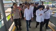 Menhub-Menko PMK Tinjau Arus Mudik Pelabuhan Merak dan Pantau Tol Lampung