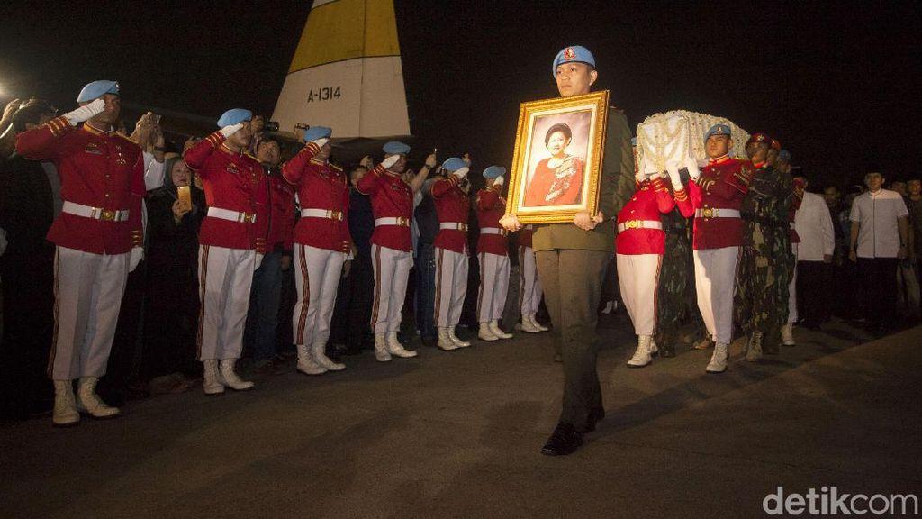 Duka Para Artis atas Kepergian Ani Yudhoyono