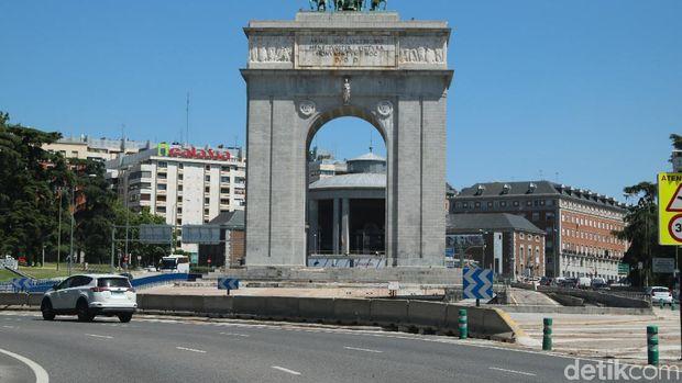 Awas, Mobil Tua Tidak Bisa Lewat di Pusat Kota Madrid