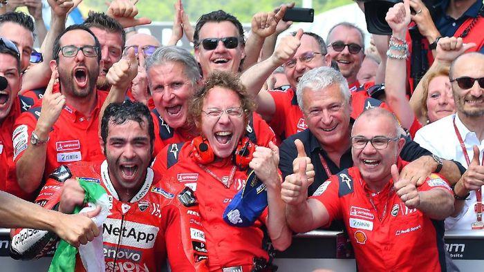 Danilo Petrucci seusai memenangi MotoGP Italia 2019. (Foto: Rafael Marrodan/Reuters)