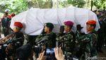 Foto: Berbalut Merah Putih, Jenazah Ani Yudhoyono Diberangkatkan ke Kalibata