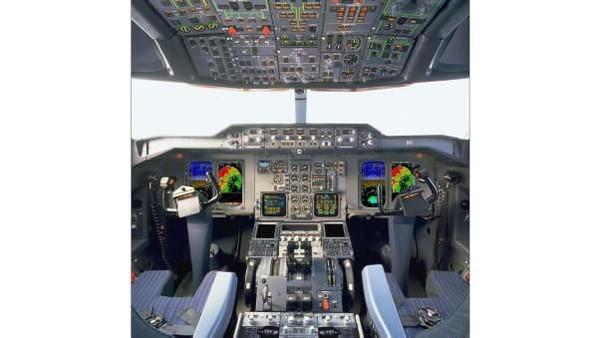 Ini kokpit barunya dan lebih baik dari A300-600 di UPS Airlines. Sistem manajemen penerbangan baru, sistem navigasi GPS, radar cuaca dan komunikasi digital ACARS terintegrasi yang juga baru (UPS/CNN)