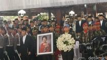 Ketua DPR: Selamat Jalan Ani Yudhoyono, Kami Mengenang Lewat Foto Karyamu