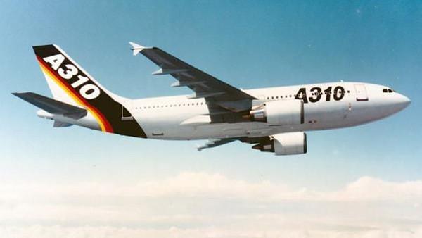 Satu dekade dari kelahiran, A300 berkembang dengan A310 mengudara pada tahun 1982 dan A300-600 pada tahun 1983. A310 adalah pesawat yang lebih pendek (Airbus/CNN)