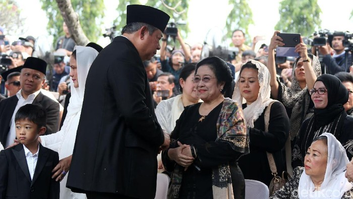 SBY saat bertemu Megawati. (Rengga Sancaya/detikcom)