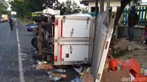 Mobil Boks Tabrak Bus di Jalur Arteri Jombang, 4 Luka dan 1 Orang Tewas