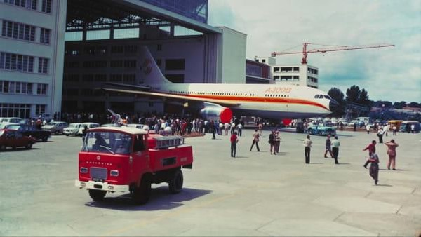 A300 bisa menampung 270 penumpang dan dirancang untuk melayani rute jarak pendek hingga menengah. Memiliki dua mesin, standarnya dulu bermesin tiga, maka lebih ringan dan efisien dari Lockheed L-1011 TriStar dan McDonnell Douglas DC-10 dari AS (Airbus/CNN)