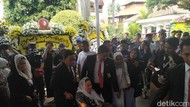 Sinta Nuriyah dan Yenny Wahid Melayat Ani Yudhoyono