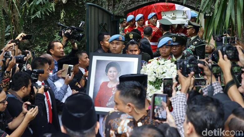 Khofifah Kenang Momen Ani Yudhoyono Kampanyekan Dirinya Saat Pilgub