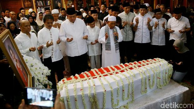 Nama Tengah Anak Eko Patrio Pemberian Ibu Ani Yudhoyono
