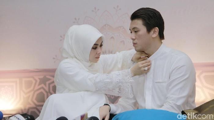 Syahrini dan Reino Barack ditemui di Pesantren Az-Zikra, Sentul, Bogor, Jawa Barat, Sabtu (1/2/2019).