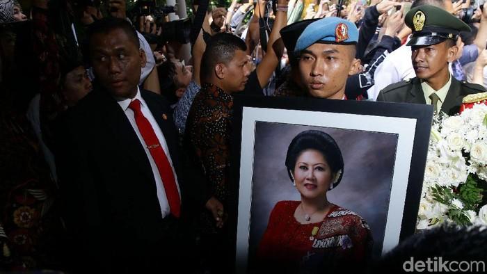 Pemakaman Ibu Negara Ani Yudhoyono (Foto: Grandyos Zafna)