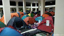 Ratusan Tenda Jemaah Iktikaf Berdiri di Masjid Habiburahman Bandung