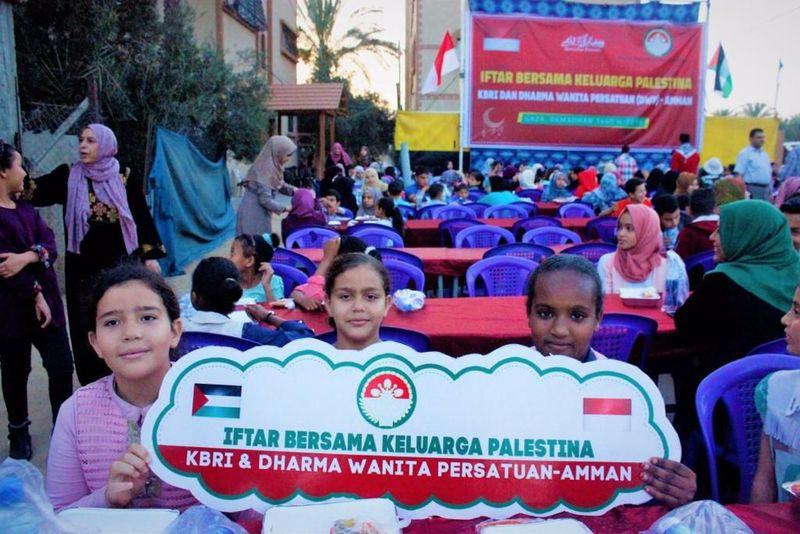 Ramadhan adalah momen menjalin silaturahmi umat muslim di seluruh dunia. Ini termasuk dengan saudara kita di Gaza, Palestina (dok KBRI Amman)