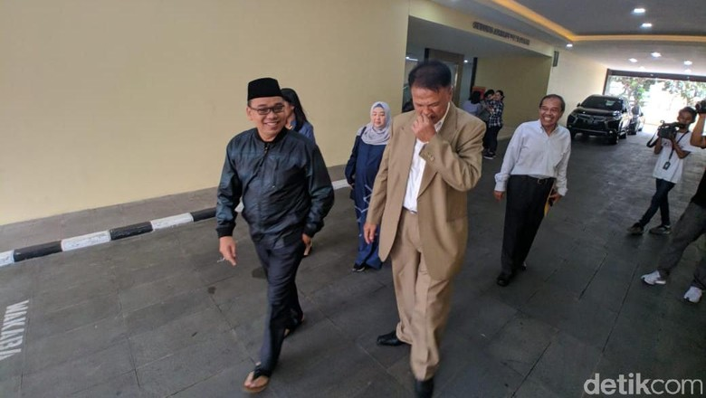 Penahanan Ditangguhkan, Mustofa Nahra Keluar dari Bareskrim Polri