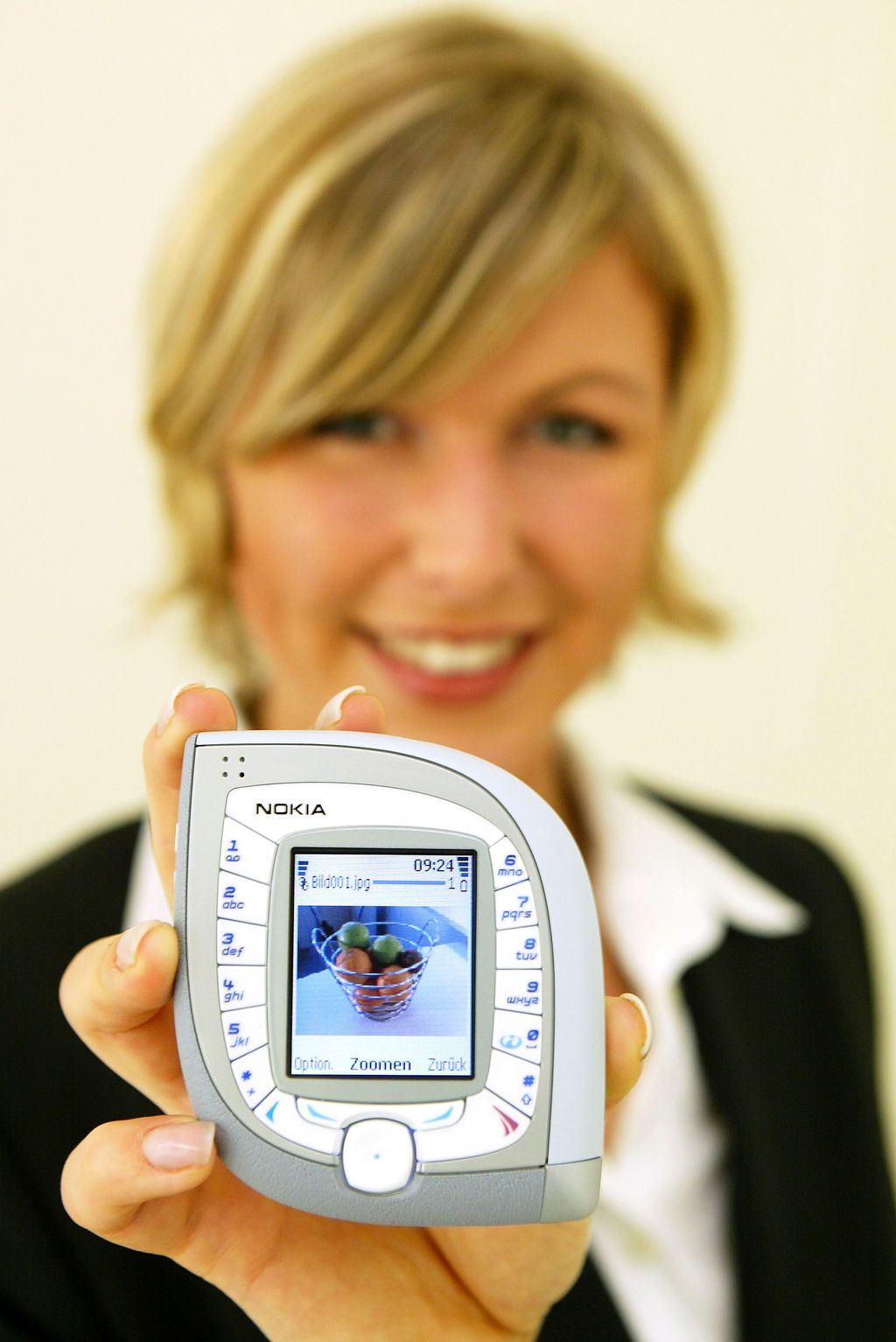 Nokia ketupat ini punya nama asli Nokia 7600. Foto: Sean Gallup/Getty Images