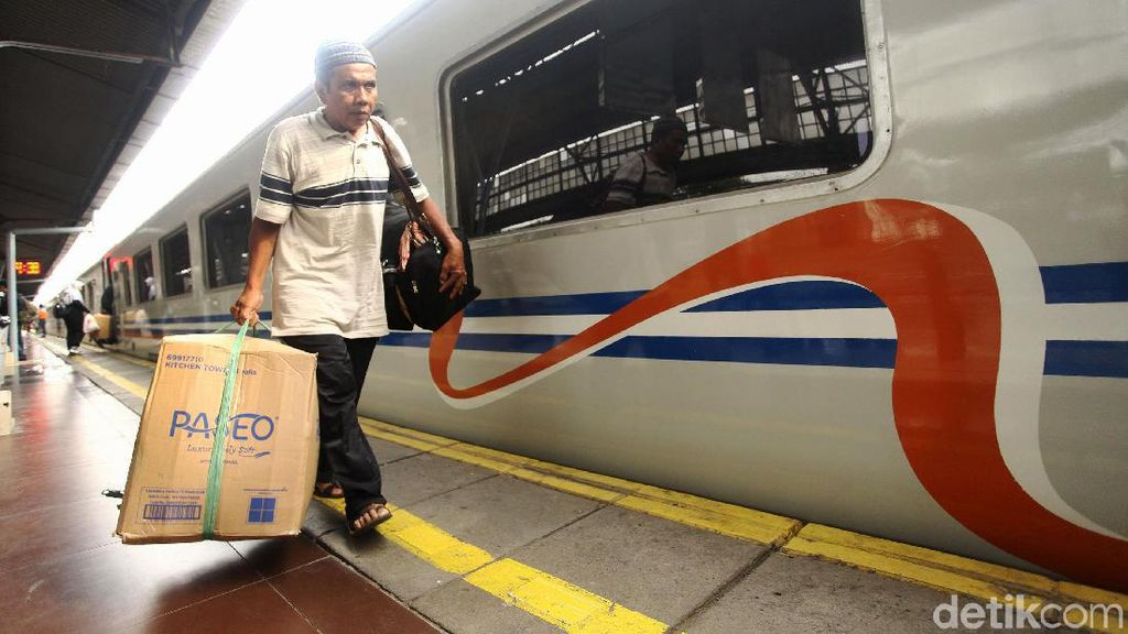 Jumlah Penumpang Kereta yang Kembali ke Jakarta Diprediksi Capai 970 Ribu