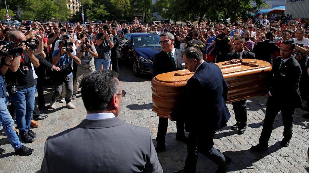 Puluhan Pesepakbola Top Antar Reyes ke Peristirahatan Terakhir