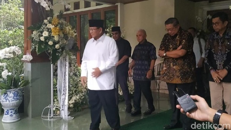 Prabowo: Ani Yudhoyono Istri yang Hebat, Pasti Pak SBY Sangat Kehilangan