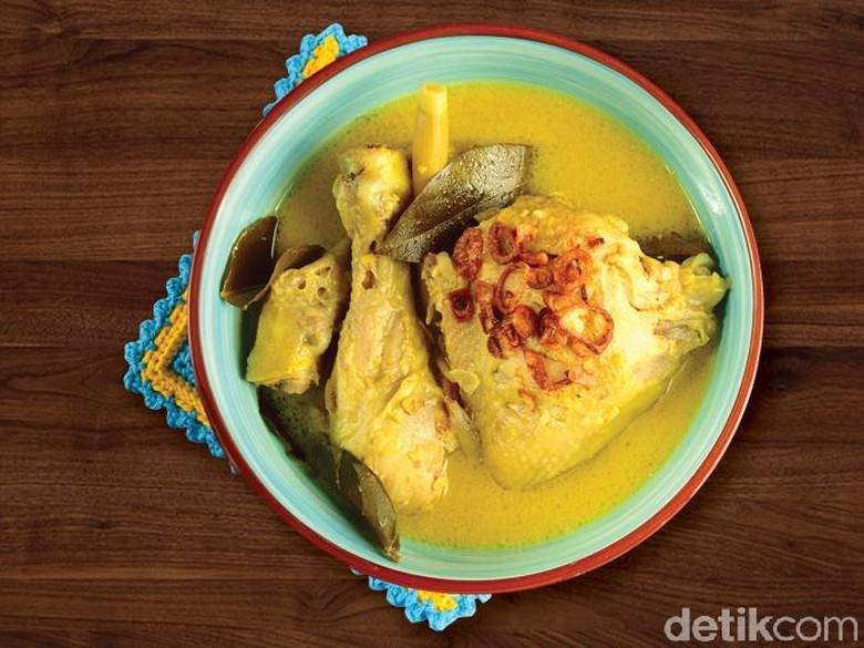 Opor Ayam Kuning Spesial Lebaran