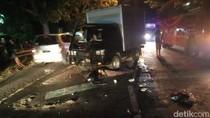 Satu Keluarga Pemudik Motor Tabrak Mobil Boks di Jombang, 1 Tewas