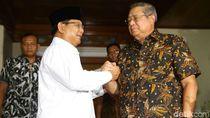 Prabowo Salam Komando dengan SBY Saat Takziah Ani Yudhoyono