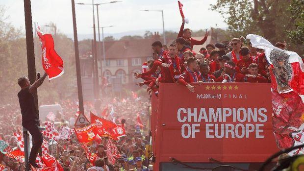 Virgil van Dijk masih sering melihat momen perayaan kemenangan Liverpool di Liga Champions.