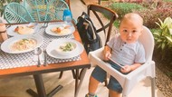 Gemas! Begini Gaya Cucu Ustaz Arifin Ilham Kala Makan Bareng Orang Tuanya