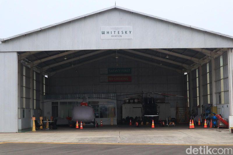 Apabila ingin berwisata naik helikopter keliling Jakarta, pihak penyedia jasa sewa helikopter Whitesky Aviation bisa jadi pilihan (Randy/detikcom)