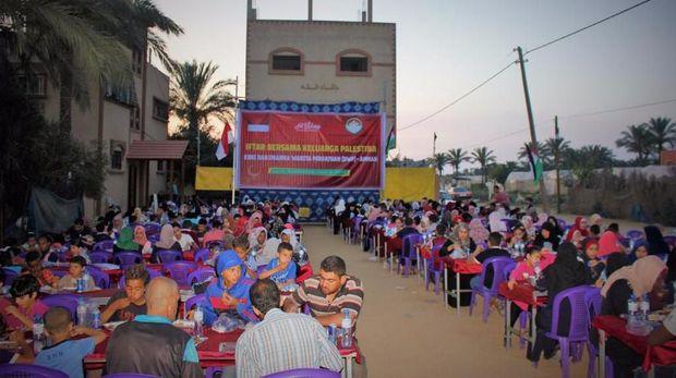 Buka Puasa Bersama Warga Palestina di Gaza