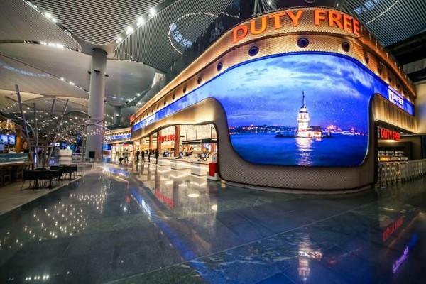 Saat menungggu penerbangan selanjutnya, pengunjung Bandara Istanbul dapat menikmati berbagai fasilitas dan layanan bandara tingkat atas, termasuk perpustakaan bandara, museum, dan pameran seni bersama dengan berbagai layanan kecantikan. (Dok. CNBC Make It)