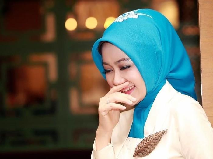 Tutorial hijab segi empat Foto: Ist.