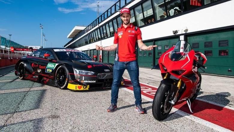 Dovizioso dan mobil balap DTM Audi. Foto: Audi