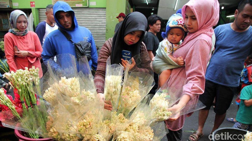 Wanginya Bisnis Bunga Jelang Lebaran