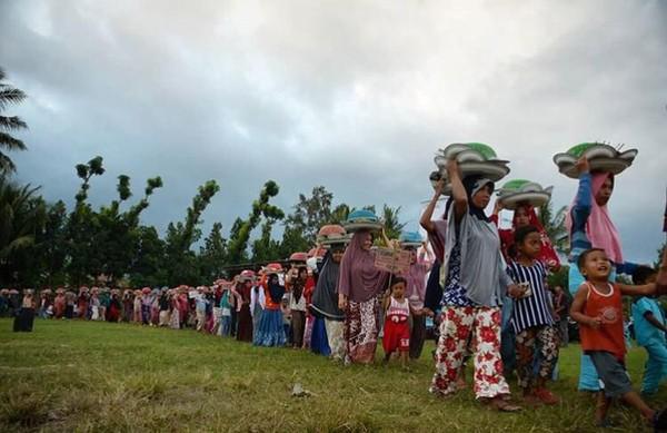 Ngejot biasa dilakukan satu hari jelang Lebaran atau di momen Hari Raya Idul Fitri (dok. Paer Lenek)