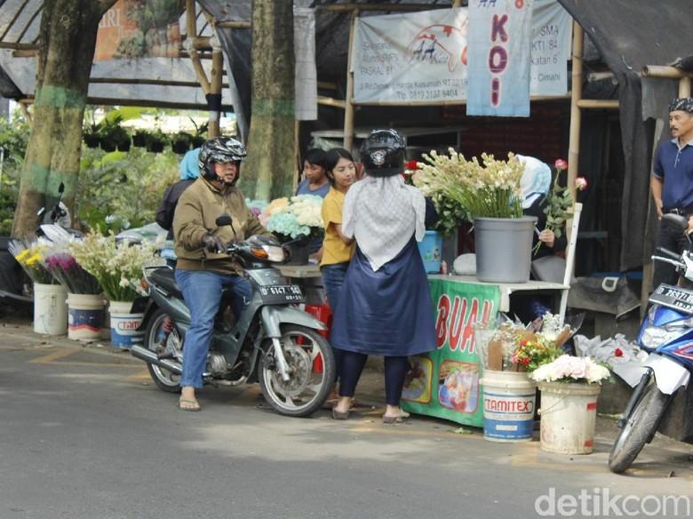 Pedagang Bunga Musiman di Cimahi Raup Untung Jelang Lebaran