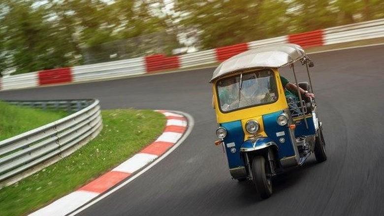 Tuk-tuk di Sirkuit Nurburgring Foto: Carscoops
