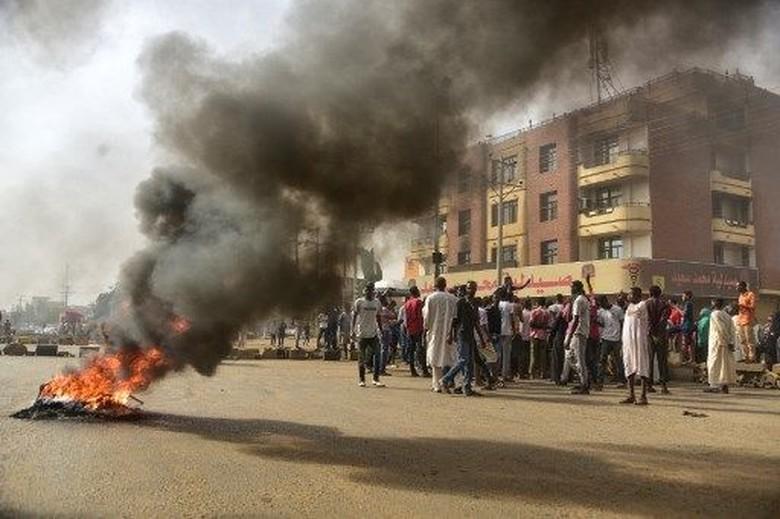 Militer Bubarkan Paksa Pengunjuk Rasa di Sudan, 30 Orang Tewas