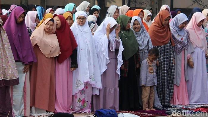 Ilustrasi sholat idul fitri atau sholat eid. Foto: Hakim Ghani